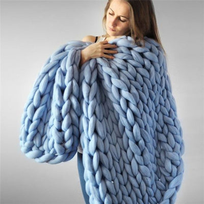CHUNKY KNITTED OVERSIZED YARN CABLE BLANKET