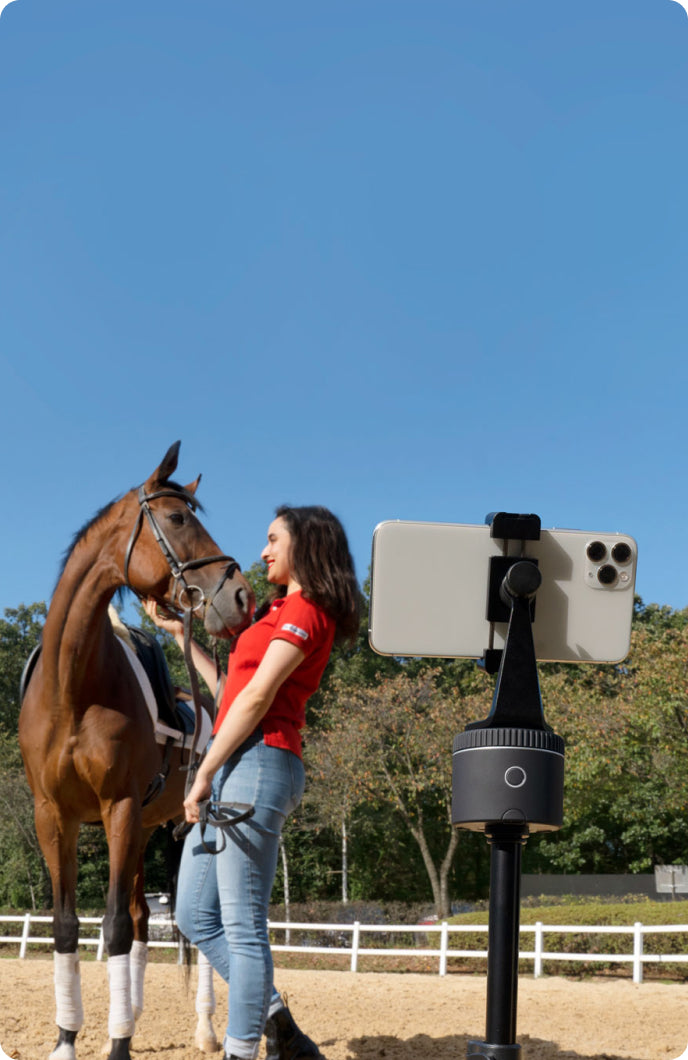 horse and woman is tracked by pivo pod black