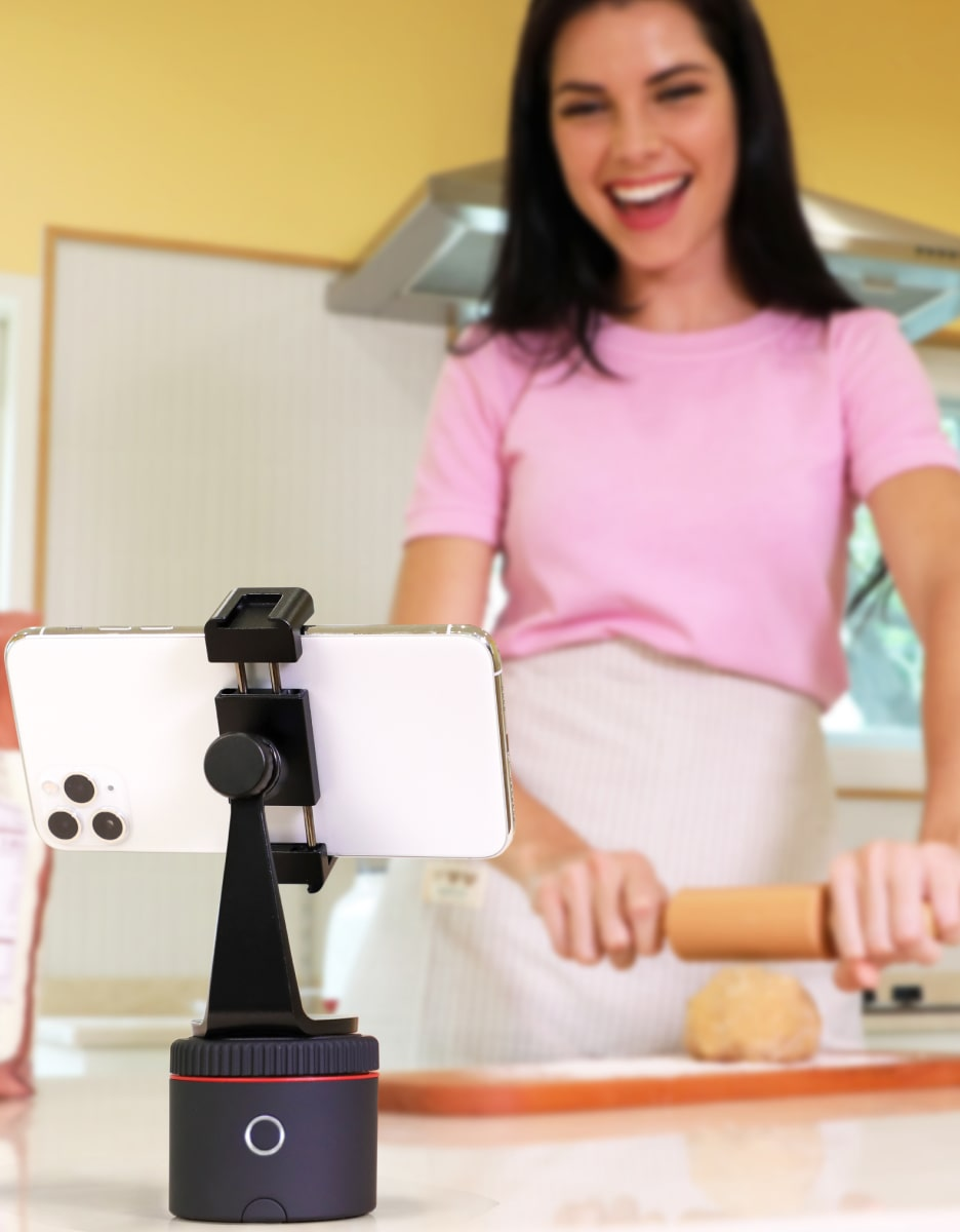 woman cooking tracked with pivo pod red