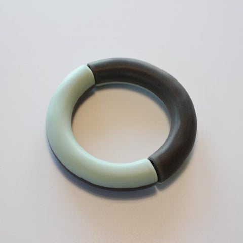 RESIN TUBE BANGLE ON ELASTIC