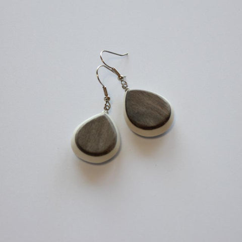 EARRINGS IN NATURAL GREYWOOD AND RESIN