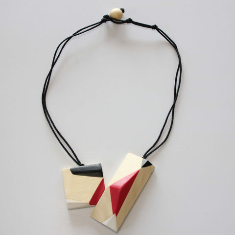 NATURAL WOOD FACETED NECKLACE WITH RESIN