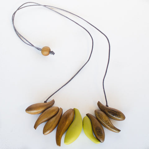 NATURAL WOOD FISH BEAD NECKLACE