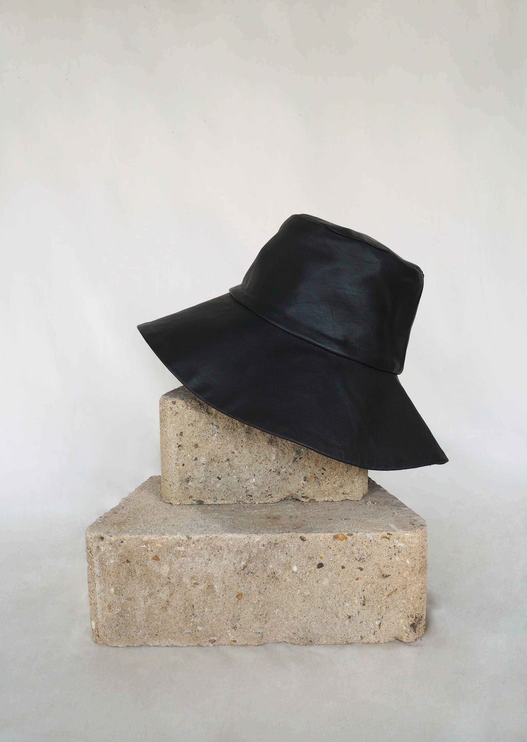 17.4 Lady Hat Black Leather