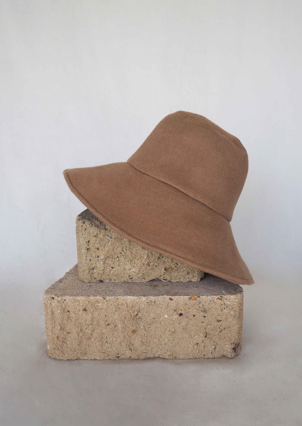 25.1 Lady Hat Tan Wool