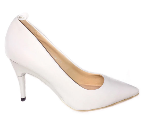 *NEW White Pumps - GENAsg