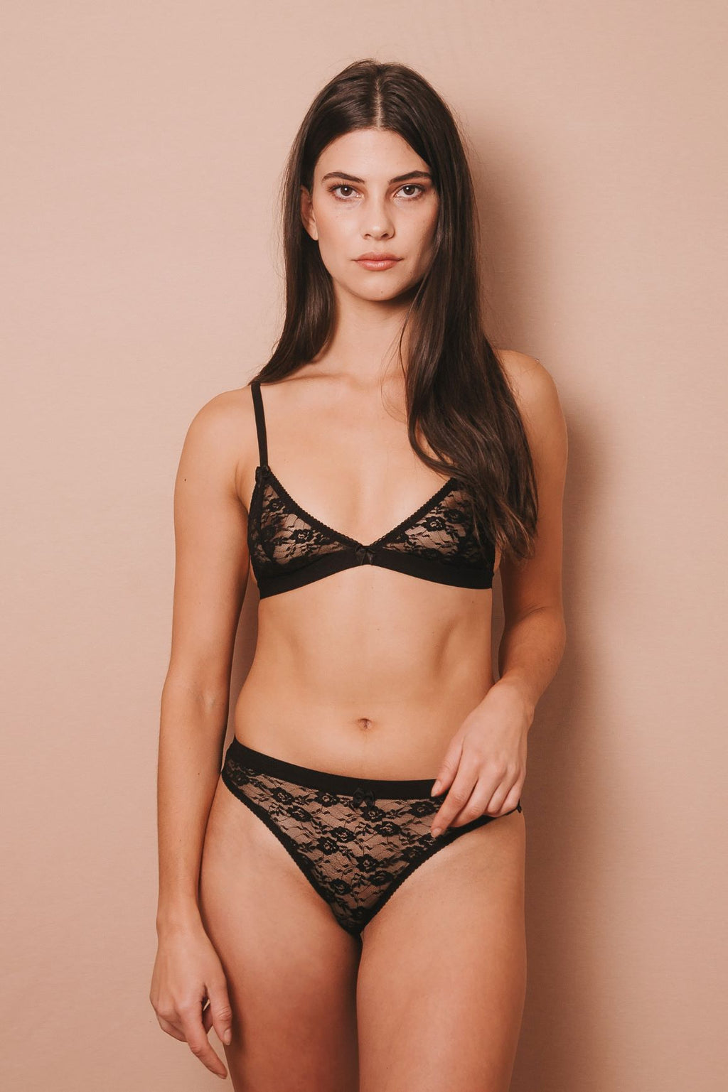 IMPERFECT DARIA BLACK LACE BRALETTE