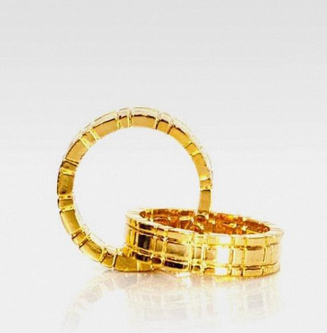 Himber Ring Ring Throuh Finger -Golden  - Close Up Magic - Bemagic