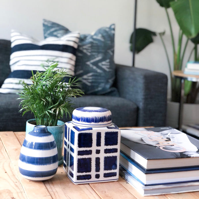 5 ESSENTIALS FOR CREATING A STYLISH COFFEE TABLE VIGNETTE