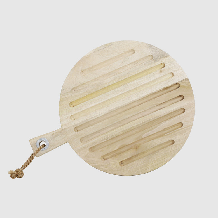 Round natural wood chopping board with ridged surface