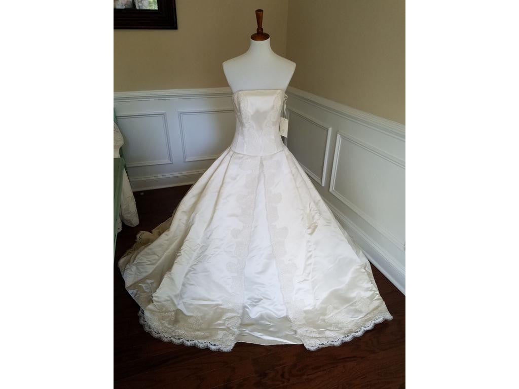 Anne Barge Style 322 Size 8 Ivory Lace Gown