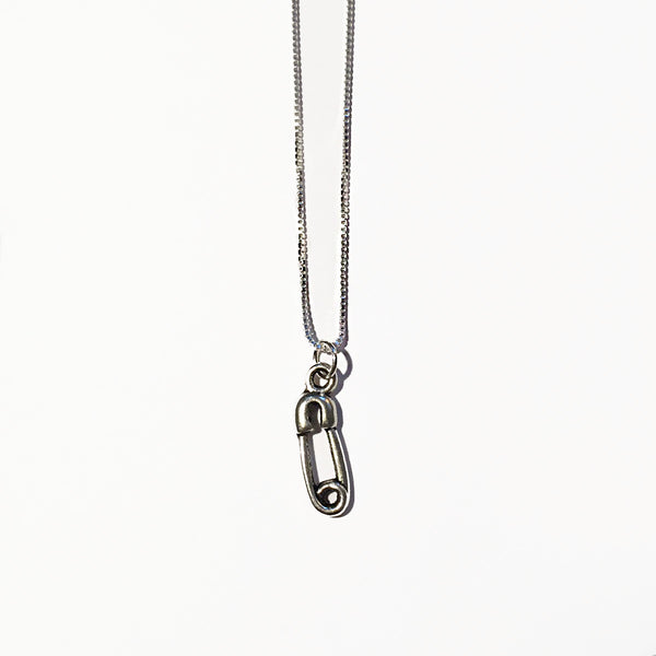 SAFETY PIN CHARM - ORO ORO Chains & Charms