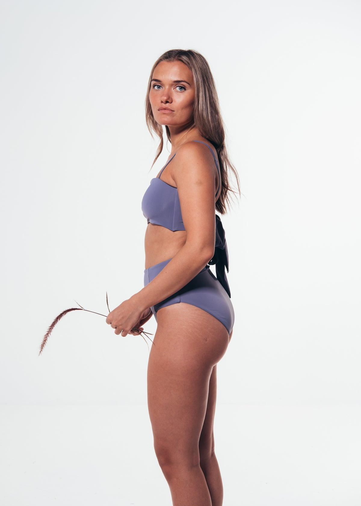 Ohoy swim purple Celeste bikini top made from Econyl regenerated plastics collected from the sea. Dansk mode lilla bikini top lavet af genbrugs plastic fra havet
