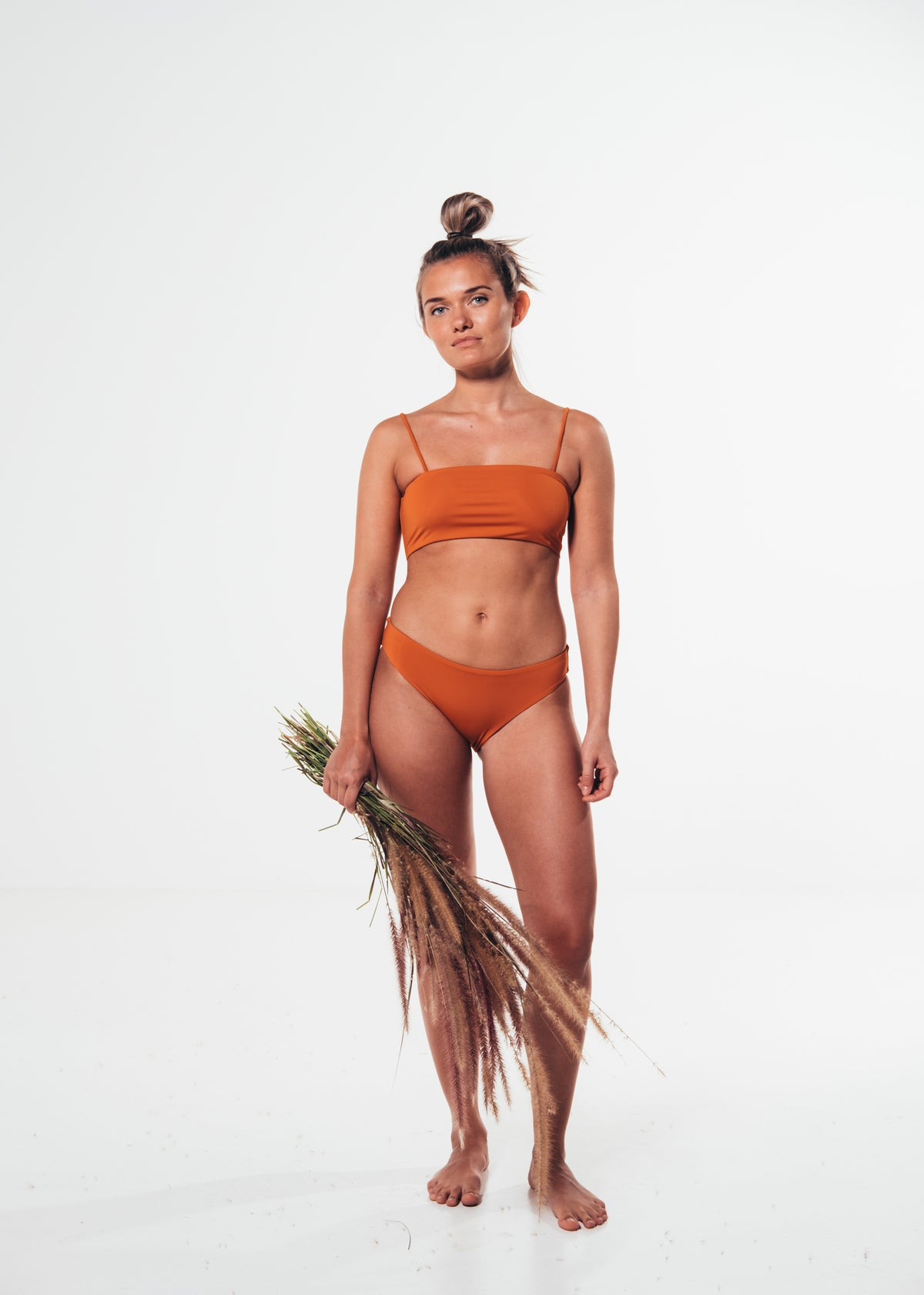 Ohoy swim orange Celeste bikini top made from Econyl regenerated plastics collected from the sea. Dansk mode orange bikini top lavet af genbrugs plastic fra havet