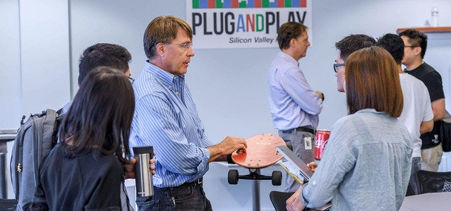 Elos - Plug and Play in Silicon Valley