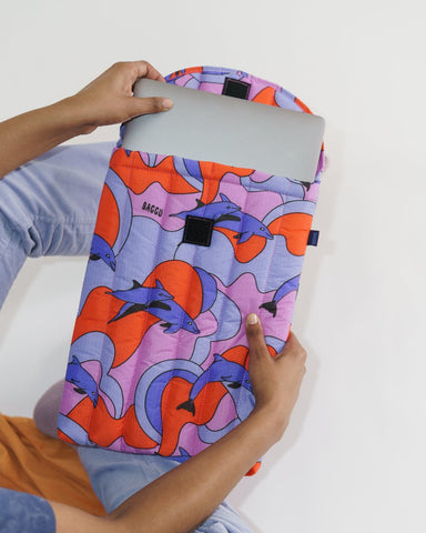 "Baggu Puffy Laptop Sleeve 16"" - Dolphins"