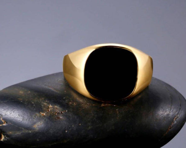 Black Stone Golden Ring Tajori