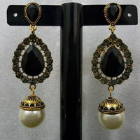 Delicate Earrings with Creamy Pearl in Antique Metal Tajori