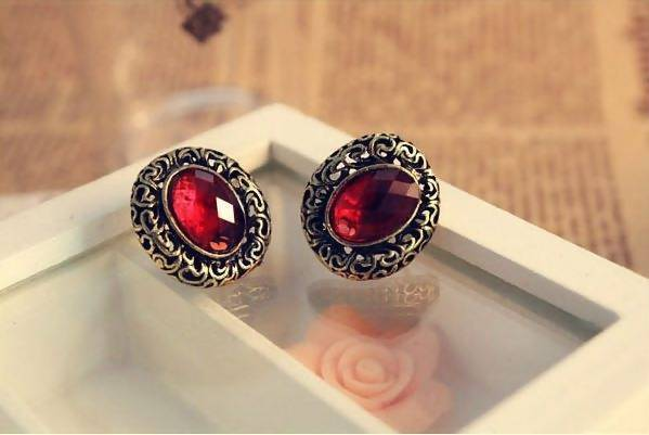 Oval Carved Pattern Earrings Tajori