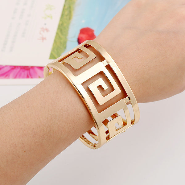 Luxurious Chic Swirl Cuff Bracelets