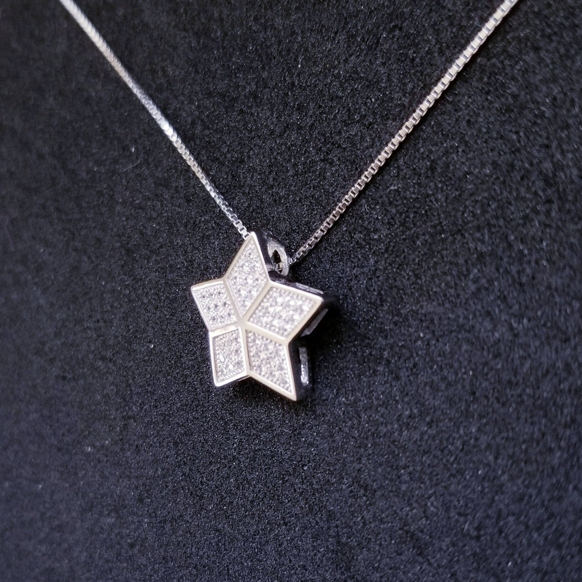 New 14k White Gold On 925 Sterling Silver Small Cute Star CZ Stones Pendant Free Chain