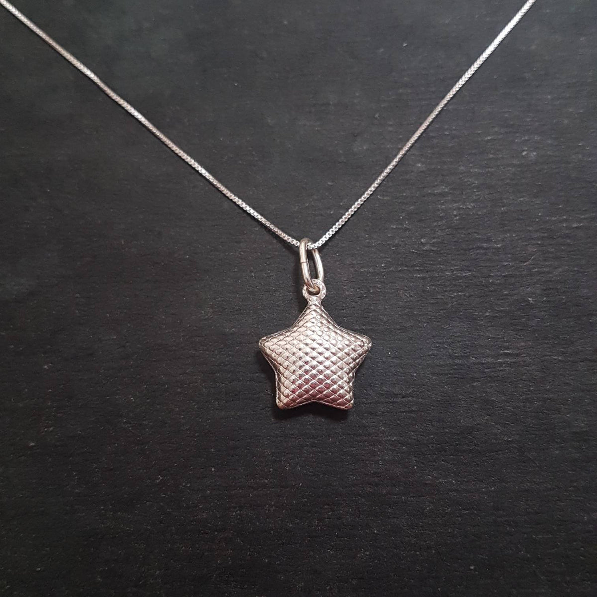 Anti Tarnished 925 Sterling Silver Quilted Star Charm Pendant with free chain
