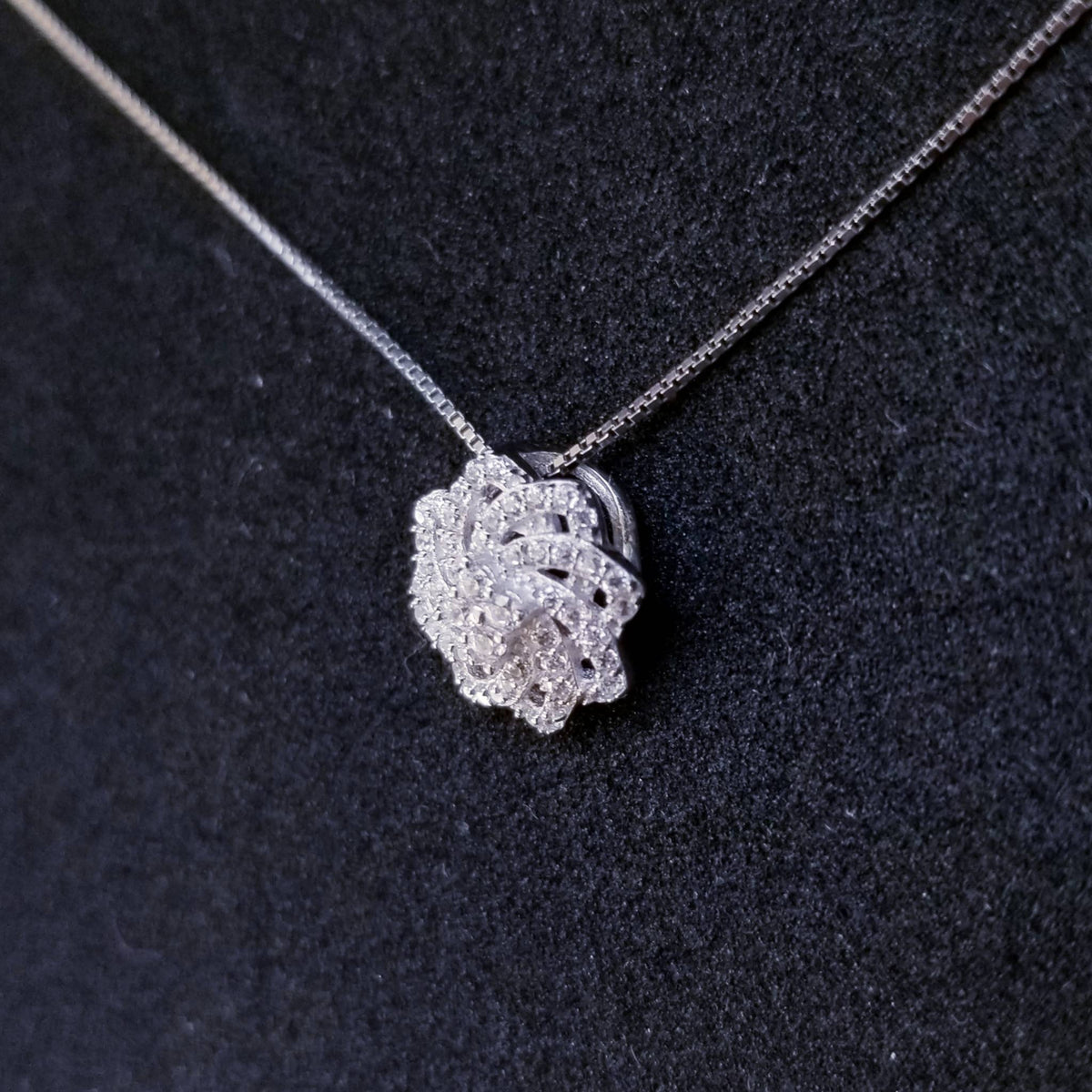 New 14k White Gold On 925 Sterling Silver Small Swirl Flower CZ Stones Pendant Free Chain