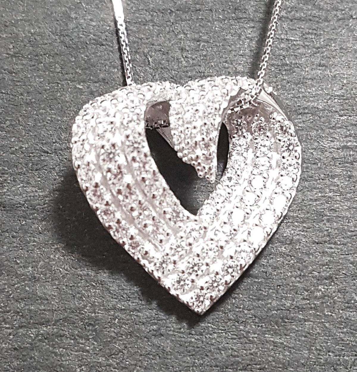 Brand New 14k White Gold On 925 Curved Heart CZ Pendant Charm with Free Chain