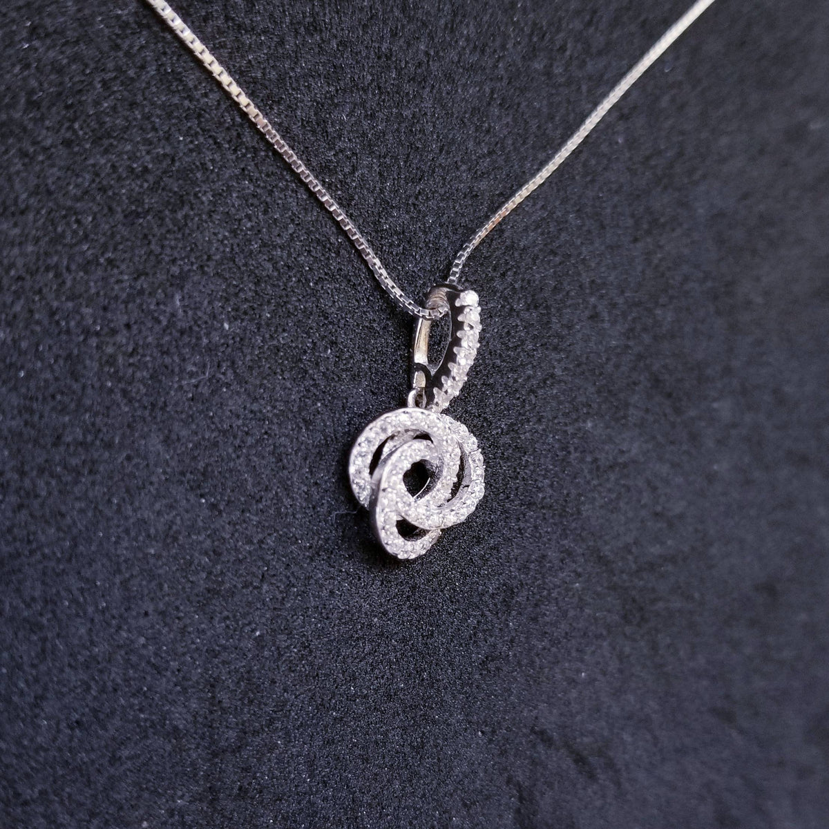 New 14k White Gold On 925 Sterling Silver Small Shiny 3 Linked Circles CZ Stones Pendant Free Chain