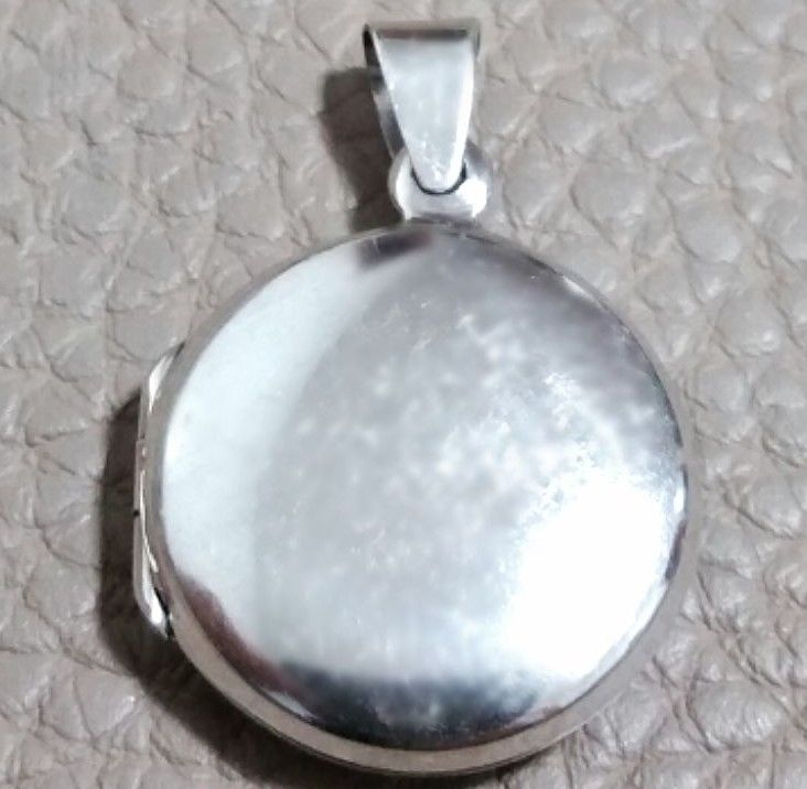 Anti Tarnish Solid Sterling Silver Plain Engraving Round Picture Locket Pendent