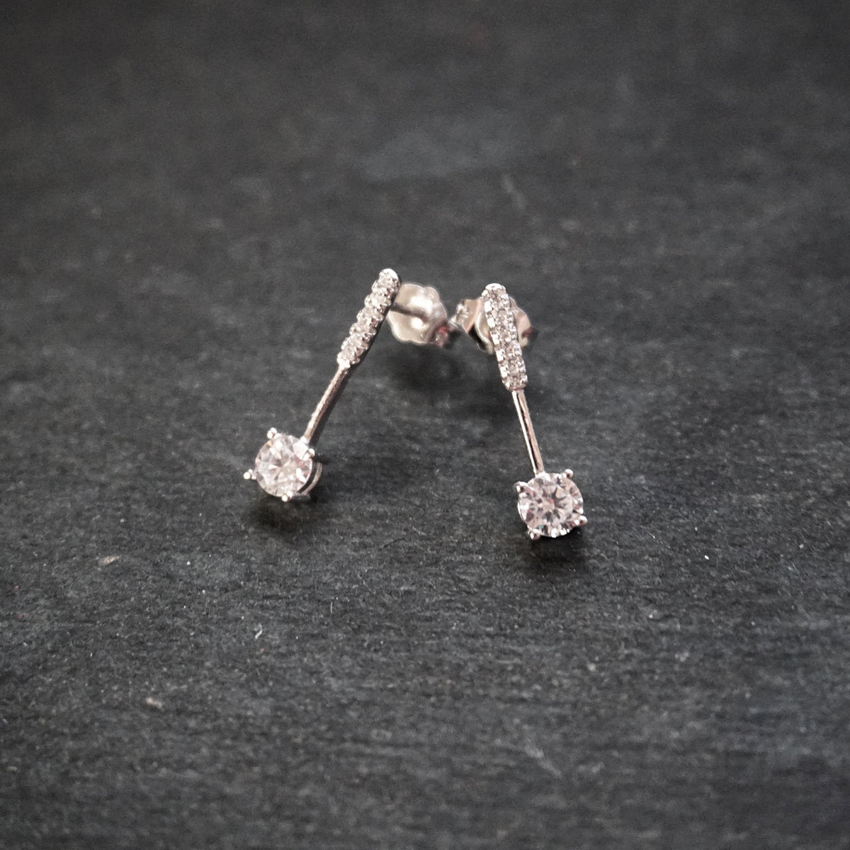 New 14k White Gold on 925 Sterling Silver Classy Simple CZ Earrings ( 4 . 3 mm )