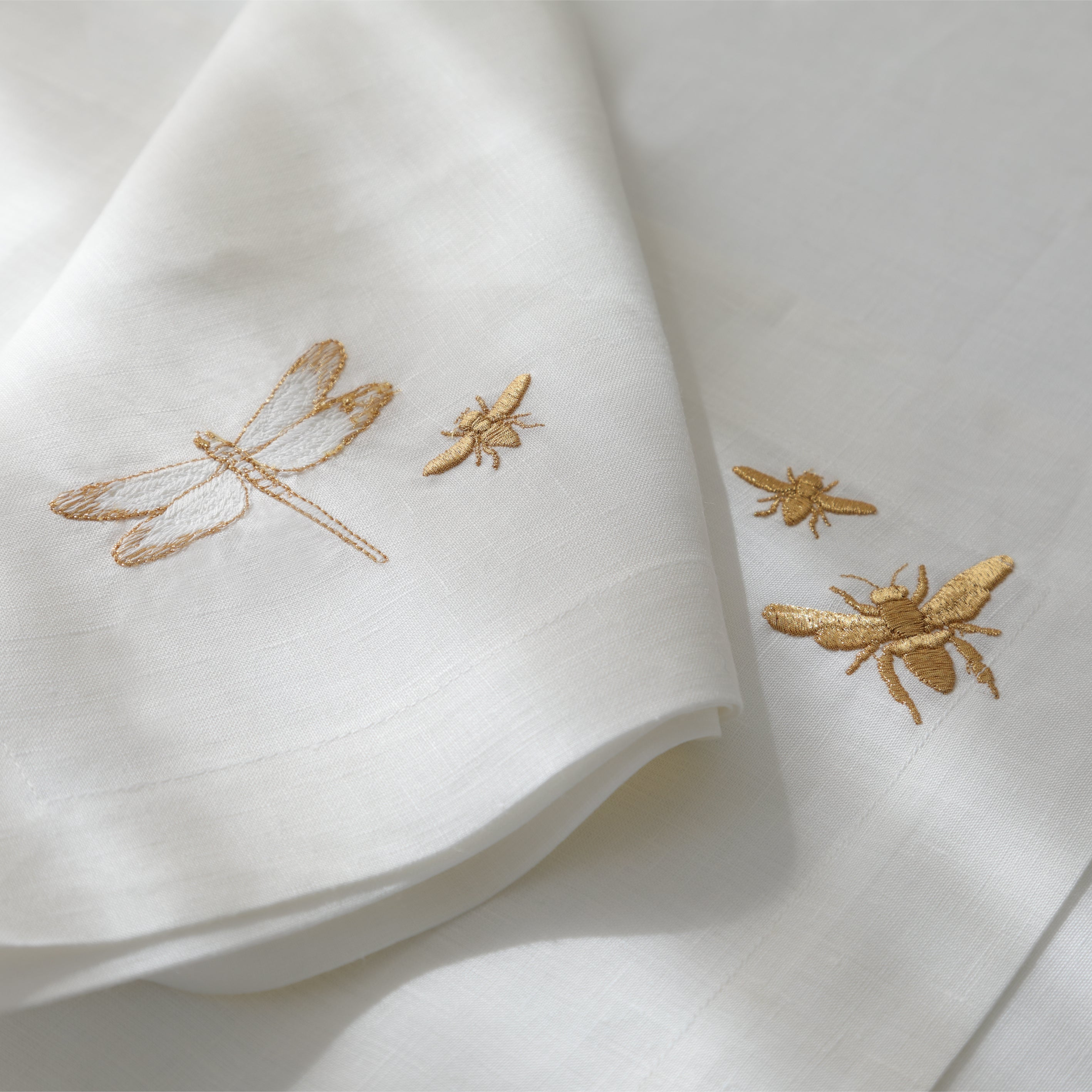 Dragonfly and Bees Table Set