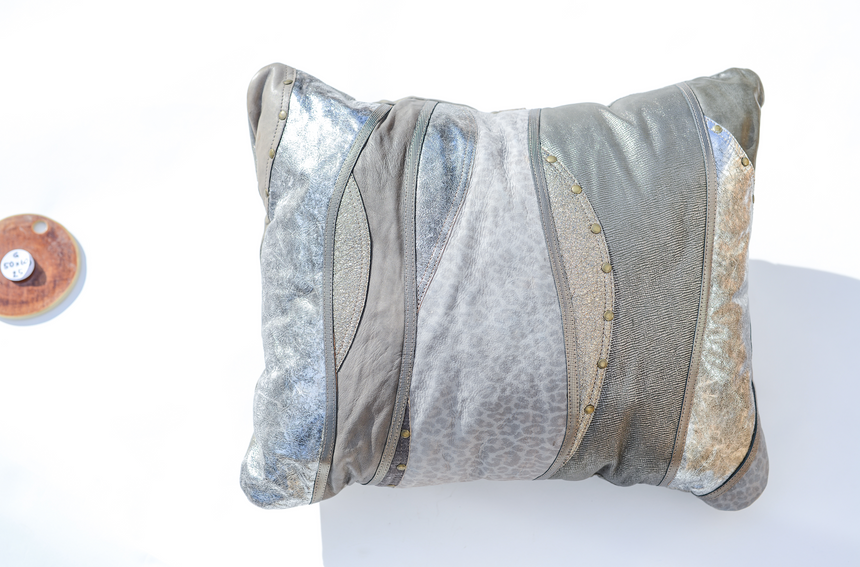 Metallic grey leather pillow in elegant wave design Linda Ibiza