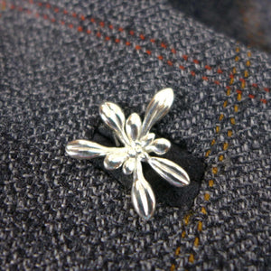 Science jewelry:Arabidopsis lapel pin silver
