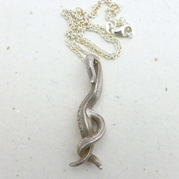 C. elegans Nematode Pendant [Ontogenie Science Jewelry] steel 40 cm/16 in