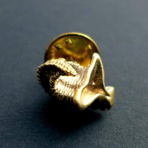 dailyatia small shelly fossil lapel pin