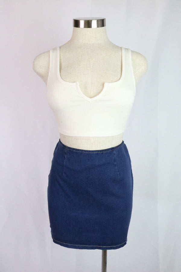 ~Stretchy denim skirt  ~Featured top: Larissa Top  ~Fabric: cotton / spandex