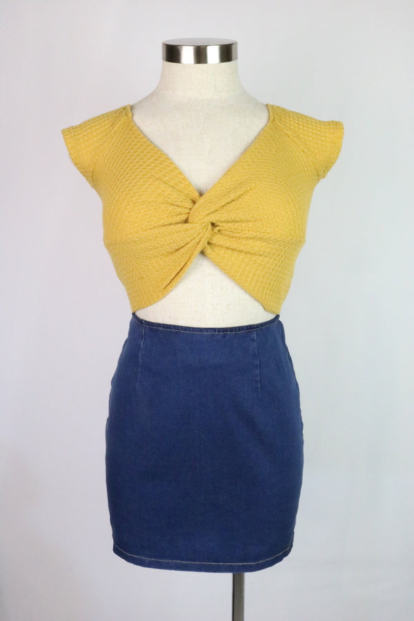 ~Featuring twist front detail  ~Color: Mustard ~Fabric: Polyester / Rayon / Spandex