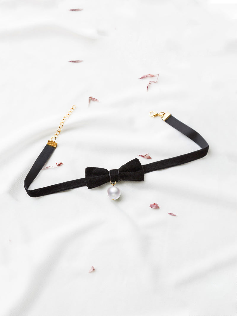 Black Bow Embellished Velvet Choker With Pearl