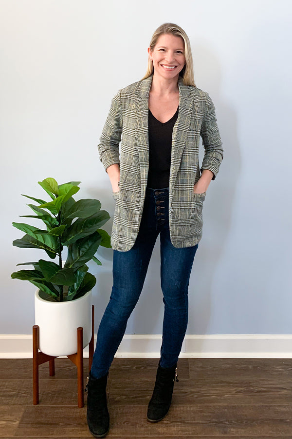 Feel comfy while looking chic in our Dex Ruched Sleeve Plaid Blazer.  This blazer is stretchy so you won't feel uncomfortable on your zoom meetings while still looking professional.  This blazer is black and white plaid with a nice pop of mustard stripe featuring front pockets and 3/4 ruched sleeve detail.  Perfect for pairing with a graphic tee for a cool vibe outfit or pairing over a cami for a more business look.