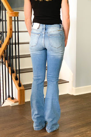 You'll love the vintage style of our KanCan Mid Rise Button Front Flare Jeans.  These flares features button front fly, classic five pocket style, and moderate distressing.  These mid-rise jeans have a nice stretch and are comfortable for all day wear.  Pair with heels and a cute tank for summer time outfit.  These are true to size and do have a good amount of stretch so if you are in between size, you can size down if you prefer a tighter fit.