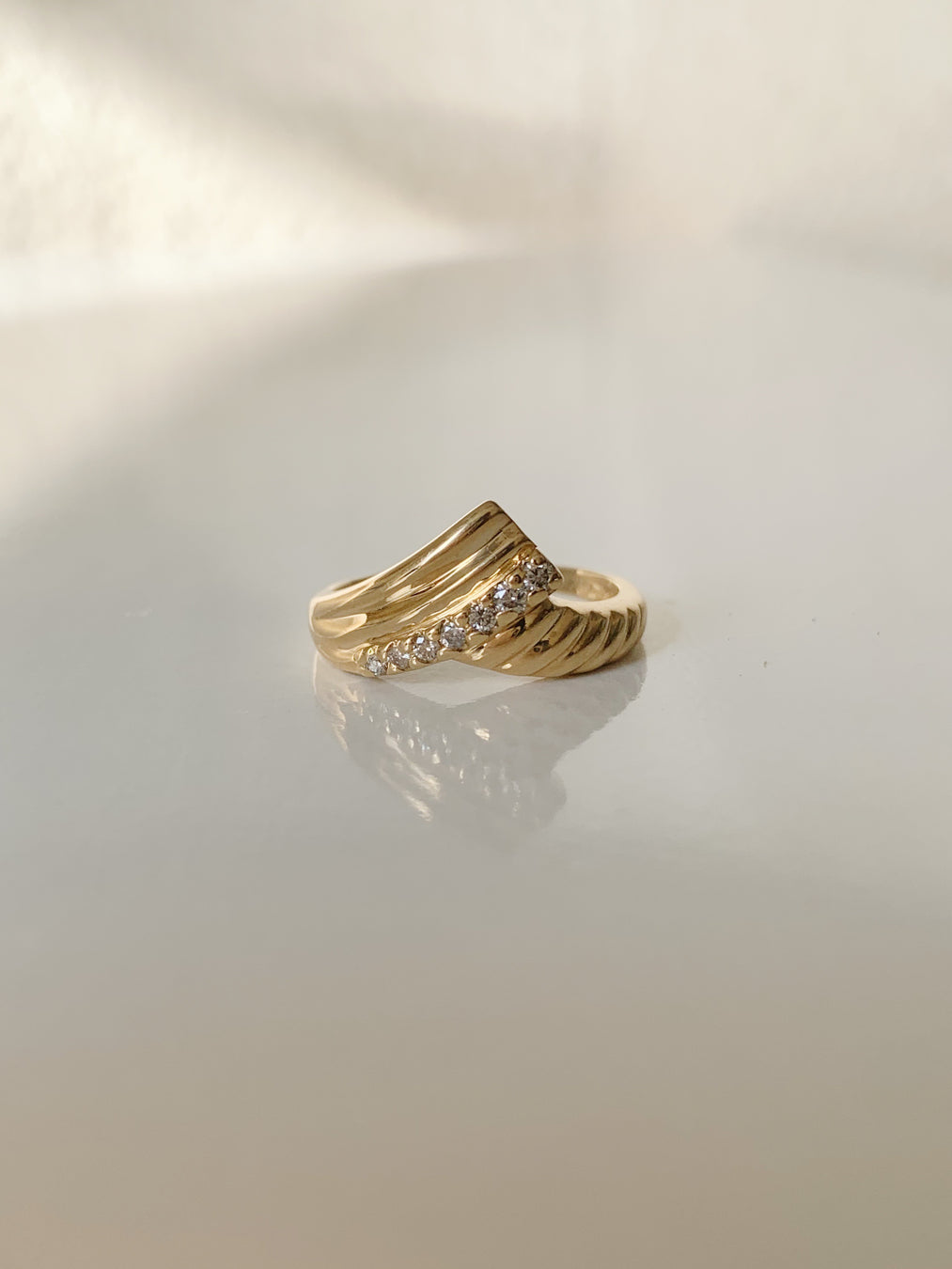 14k V-Shaped Ribbed Ring