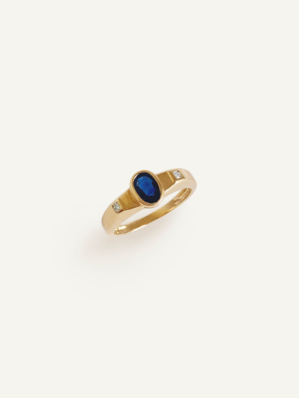 14k Oval Sapphire Ring