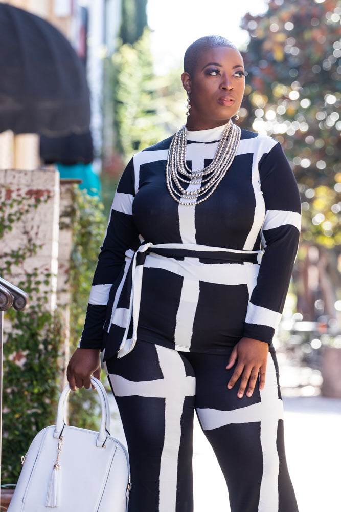 Shope Ebony Bea, a plus size boutique for fashion forward women.