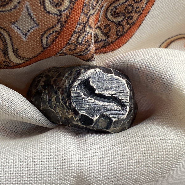 Rough dwarven signet ring with horn 01