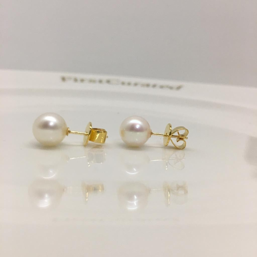 Pearl Earrings set in 18k Yellow Gold