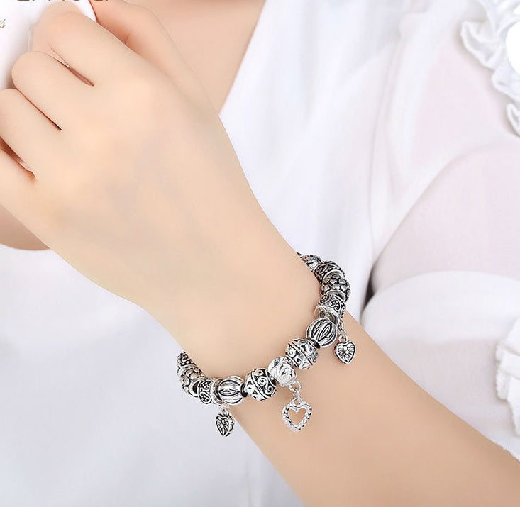 Elegant Vintage Style Bracelets with 3 Heart Pendants for Women