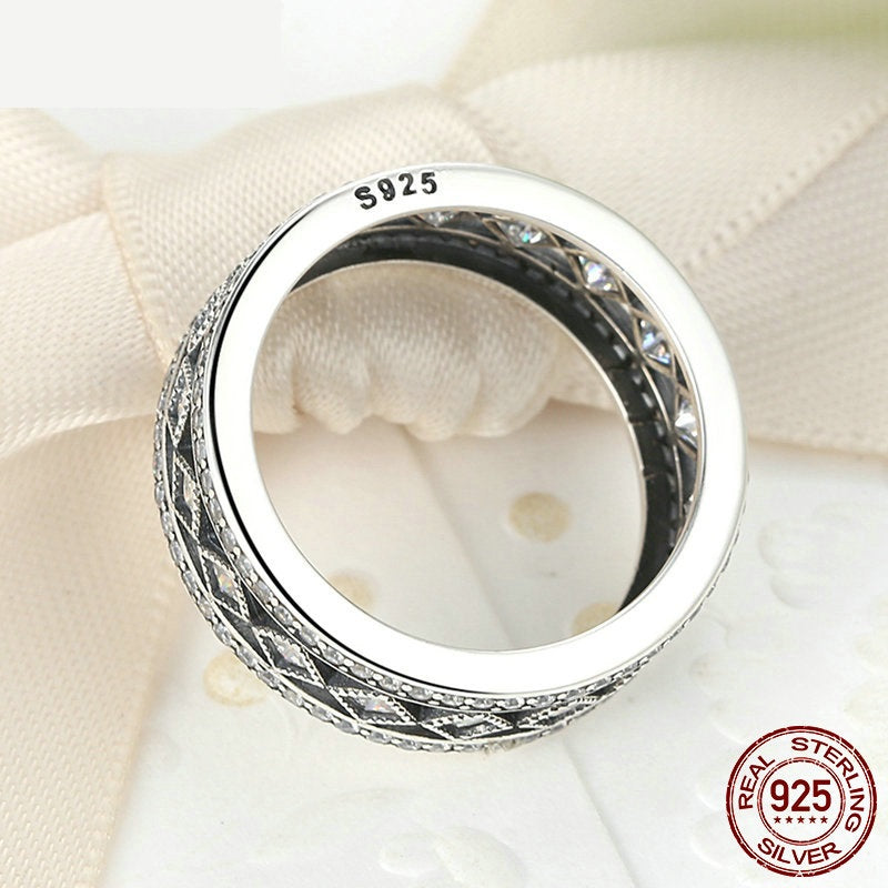 Elegant Vintage Style Finger Ring Crafted from Silver and Crystals