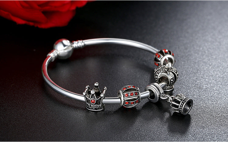 Be the Queen - Lovely Bracelet with the Energy of Red and Power of the Crown