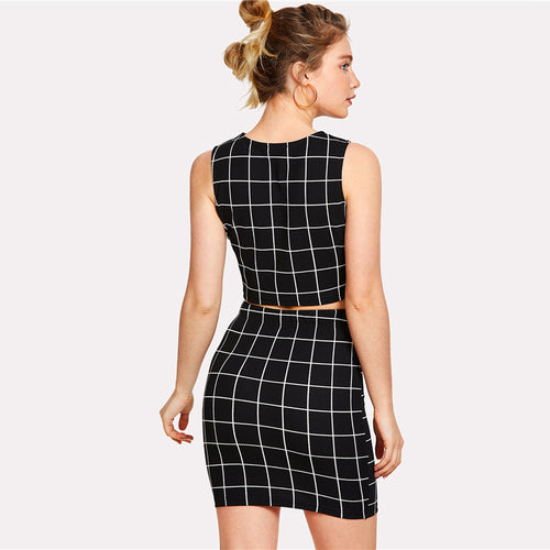 Women's Elegant  Black and White Checkered Pattern 2-Piece Set With Crop Top and Short Skirt